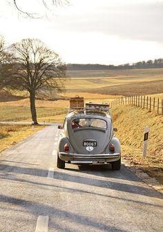 Traveling down the road - VW Beetle - Volkswagen Vw Vintage, Vintage Luggage, Vintage Suitcases, Vintage Vibes, Jolie Photo, Vw Beetles, Vw Bus, Places To Go, Wanderlust