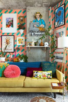 A Colorful, Maximalist Chicago Loft Has Maybe the Best DIY Patterned Paint Job: gallery image 5 Living Room Decor, Bedroom Decor, Retro Living Rooms, Wall Decor, Deco Retro, Style Deco, House Colors, Room Inspiration, Decorating Rooms