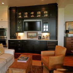 Exceptionnel Images Of Family Room Bars In Black | Traditional Kitchen Designs On Black  Kitchen Cabinets Bar