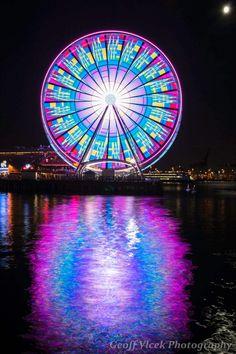Mesmerizing Long Exposures of Seattles Giant Ferris Wheel - Everyones Blog Posts - My Modern Metropolis