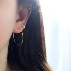 Set Of Two Ear Cuffs no piercing Moonstone Earrings Bridal cuff earrings Silver ear cuff Conch piercing - Custom Jewelry Ideas Bar Stud Earrings, Circle Earrings, Gold Hoop Earrings, Crystal Earrings, Multiple Earrings, Ear Piercing Helix, Triple Lobe Piercing, Ear Lobe Piercings, Cartilage Hoop