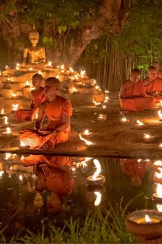 Buddhist Monks in Thailand! Click through to read 5 Reasons Why The World Is Obsessed With Thailand! Buddhist Meditation, Buddhist Monk, Buddhist Temple, Zen, Places Around The World, Around The Worlds, Religion, Art Asiatique, Jolie Photo