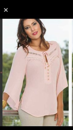 Beautiful pastel pink blouse! Casual Dresses, Casual Outfits, Fashion Dresses, Blouse Styles, Blouse Designs, Blouse Outfit, Couture, Dress Patterns, Beautiful Outfits