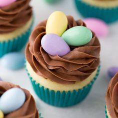 Nest Cupcakes for Easter, an easy way to make a cute dessert! cupcakes Easy Easter Cupcake Decorating (and Decor! Easter Cupcakes, Easter Cookies, Easter Treats, Spring Cupcakes, Easter Cake Easy, Easter Table, Easter Cupcake Decorations, Easter Eggs, Simple Cupcakes