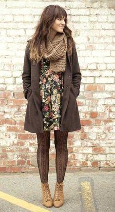 Vintage elbiseler ve desenli çoraplar, tarzı olan bir kombin için ideal olabilir...