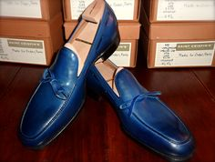 Model 553, loafer with handsewn apron and loop on room last in blue, composition by Made to Order, Paris