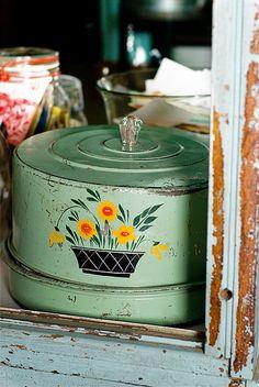 green vintage cake carrier♥♥