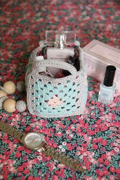 New ideas for crochet bag pattern free small tutorials – Crochet Bag İdeas. Crochet Gloves Pattern, Crochet Stitches Free, Crochet Rug Patterns, Crochet Basket Pattern, Purse Patterns, Ravelry Crochet, Crochet Gratis, Free Crochet, Crochet Baby Jacket