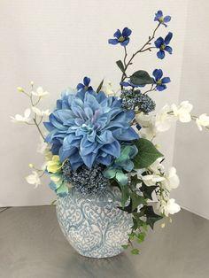 ✔️ 46 Beautiful Flower Arrangement Ideas Some Tips For Arrangement It 26 Artificial Floral Arrangements, Flower Arrangements Simple, Flower Vases, Artificial Flowers, Silk Flower Centerpieces, Ikebana, Faux Flowers, Silk Flowers, Summer Flowers