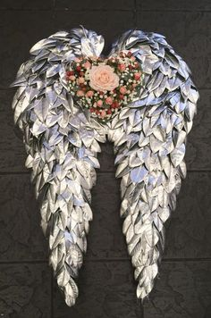 Most recent Totally Free Funeral Flowers angel wings Thoughts If you will be preparing or visiting, memorials will almost always be a new sad and from time to time demandin. Funeral Floral Arrangements, Unique Flower Arrangements, Art Floral, Floral Design Classes, Cemetery Decorations, Funeral Tributes, Memorial Flowers, Faux Flowers, Angel Flowers