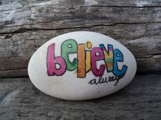 "Ähnliche Artikel wie Unique white beach stone hand painted inspirational words ""believe always"" in bright, vibrant colors. auf Etsy"