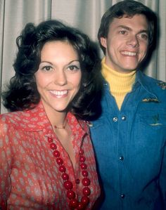 Carpenters during their British tour in London 1974 The Carpenters during their British tour in London 1974 Richard Carpenter, Karen Carpenter, Karen Richards, Debbie Harry, Cool Bands, Music Artists, Fashion Vintage, Siblings, British