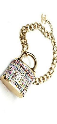 A Chanel handbag is anticipated to get trendy. So how could you get a Chanel handbag? Fall Accessories, Handbag Accessories, Jewelry Accessories, Fashion Accessories, Fashion Jewelry, Coco Chanel, Chanel Bags, Chanel Jewelry, Jewelry Box