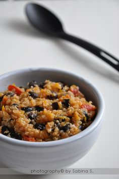 Chili vegetariano con fagioli neri e quinoa