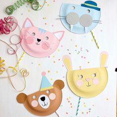 Tiermasken Bär, Hase, Walross, Katze aus Papptellern gebastelt  #Regram via @B8Ddd3kg2T_ Craft Projects For Kids, Diy Crafts For Kids, Fun Crafts, Activities For Kids, Arts And Crafts, Animal Masks For Kids, Mask For Kids, Half Birthday Cakes, Diy Niños Manualidades