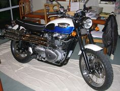 The Triumph Scrambler gets a good night's sleep in the living room. It'll be an early start in the morning!