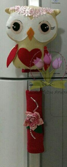 Capa para puxador de geladeira em feltro #puxadordegeladeira #corujafeltro #kitchendecor #tuliparteira
