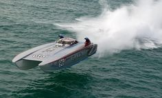 Off shore racing boat