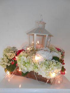 Obsequia un lindo farol con un hermoso diseño floral para la noche de velitas!!! Vive la experiencia #Zabrisky en Navidad♥ https://business.facebook.com/Zabriskyfloristeria/videos/1334909839866310/?hc_ref=PAGES_TIMELINE