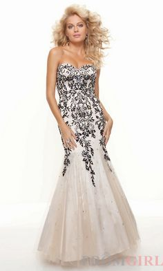 beautiful dress! perfect for a formal ball!