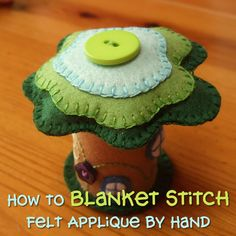 How to blanket stitch applique by hand stitching on felt fabric with step by step photo tutorial instructions by CraftyMarie Applique Tutorial, Embroidery Stitches Tutorial, Sewing Stitches, Embroidery Ideas, Hand Applique, Felt Applique, Fairy Crafts, Felt Crafts, Felt Doll House