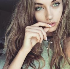 Yulia Rose Septum Piercing discovered by Sheell'z Brown Hair Green Eyes, Hair Colour For Green Eyes, Green Hair, Eye Color, Blonde Green Eyes, Pretty Eyes, Beautiful Eyes, Beautiful Women, Yulia Rose