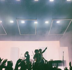 //the 1975 xx George Daniel, Matthew Healy, Recital, Adam Hann, The 1975, Pop Rock, New York, My Escape, You Are Beautiful