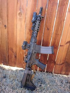 """theyepfile: """" colorado-to-texas: """" manlythings: """" Just about perfect right here… I need me some railscales. """" That's a goal SBR right there. """" I have a need to build a sbr now. Ar Rifle, Custom Guns, Custom Ar, Ar Pistol, Battle Rifle, Military Guns, Cool Guns, Assault Rifle, Airsoft Guns"""