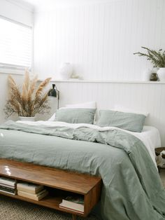 Room Decor For Teens Pure Linen Sheets & Bedding - I Love Linen Weve long been admirers of Caitlin Haydens work (aka The House On Beach Road). Her style is relaxed, minimal and really fresh. The perfect creative to make some magic with our Sage linen Bedroom Inspo, Home Bedroom, Bedroom Decor, 70s Bedroom, Bedroom Ideas, Master Bedrooms, Bedroom Apartment, Master Suite, Blue Bedrooms
