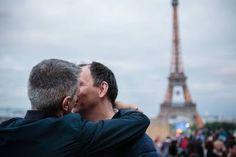 París apuesta por el turismo gay. El Ayuntamiento busca nuevos alicientes para afrontar la crisis turística provocada por los atentados. Gabriela Cañas | El País, 2016-11-02 http://internacional.elpais.com/internacional/2016/11/02/mundo_global/1478102862_840025.html