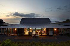 Haus mit schließbarem Dach an der-Küste