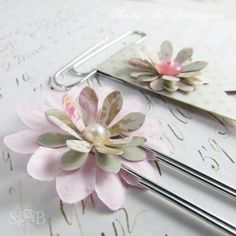 Hello shabbilicious friends, I've ducked away for a few days again, but I wanted to pop in and share some of the pretties I've been working on… a variety of 'shabbilicious' planner clips. Paper Clips Diy, Paper Clip Art, Filofax, Paperclip Bookmarks, Planners, Candy Cards, Scrapbook Embellishments, Book Markers, Shabby
