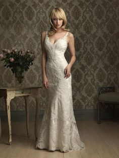 Sexy Straps V-neck Lace Applique Sheath Wedding Dresse
