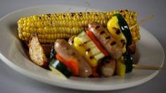 Maïskolf van de grill met worstspiesjes - recept | 24Kitchen
