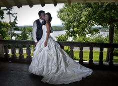 www.kellyharperphotography.ca Bride, Groom, Bride and Groom, Wedding Photography, Wedding Photos, Wedding Pics, Flowers, Black and White, Dress, Wedding Ottawa, Balance InStyle, Bride Photos, Bridal, Bridal gown, Wedding Photo Ideas, Couples photography