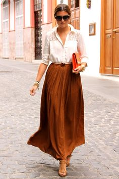 Gorgeous long skirt outfits for working women became incredibly practical and comfortable office outfits. Long skirts became ubiquitous in office wardrobe. Cool Street Fashion, Work Fashion, Modest Fashion, Spring Fashion, Autumn Fashion, Street Style, Fashion Outfits, Womens Fashion, Apostolic Fashion