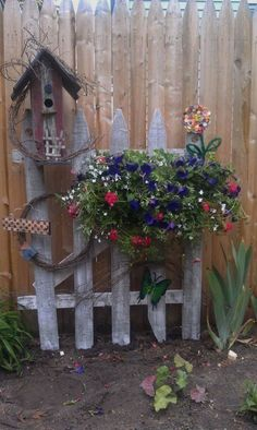 Ideas for Decorating your Garden Fence (DIY) , fence decor backyard: garden decor ideas (garden fence ideas) Source by , Diy Garden Fence, Garden Yard Ideas, Garden Gates, Garden Crafts, Lawn And Garden, Garden Projects, Garden Landscaping, Fence Ideas, Garden Decorations