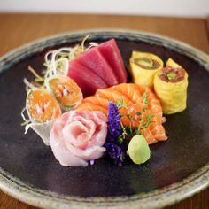 Perfekt angerichtetes Sushi Gingi`s Izakaya Sushi Restaurant in Berlin Prenzlauer Berg