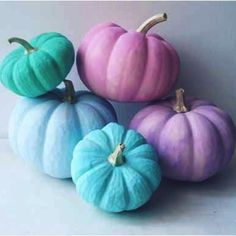 22 Pastel Décor Ideas For An Unique Halloween Celebration - Shelterness Holidays Halloween, Halloween Crafts, Halloween Decorations, Halloween Party, Pink Halloween, Fall Decorations, Chic Halloween, Halloween Trees, Halloween 2020