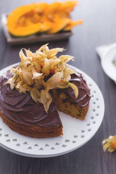 Torta zucca e cioccolato: colori aranciati e vellutata copertura di ganache al cioccolato. Pronti a prepararla?  Chocolate and pumpkin cake