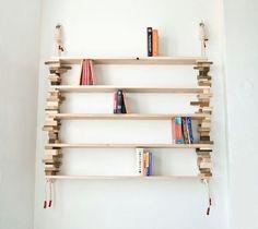 Bei diesem schicken Bücherregal handelt es sich eigentlich um ein Designerstück von der norwegischen Designerin Amy Hunting. Allerdings lässt sich dieses relativ leicht nachbauen, wie ich finde. Man braucht ein Seil, einige Bretter und möglichst viel verschiedene Quader aus unterschiedlichen Holzsorten. Loch reinbohren, Seil durchfädeln und an der Wand befestigen. Fertig ist das hängende Bücherregal. …