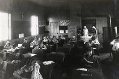 Students Preparing Lunch in Classroom at Sedan Prairie School 1919 Abc School, Old School House, Grammar School, Public School, Country School, Prairie School, School Fees, Rich Family, Poor Children