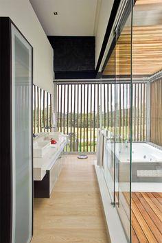 #Parquet en #Baños #Bathroom www.decorgreen.es  Las Palmas House, Medellín, Colombia by Carlos Molina Architect