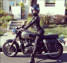 Cafe racer with cat ear helmet Womens Motorcycle Helmets, Motorcycle Types, Motorcycle Girls, Motorcycle Art, Lady Biker, Biker Girl, Drag Star 650, Chicks On Bikes, Cafe Racer Girl