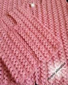50 Wonderful Crochet Lace Models With Very Popular Spring Floral Pattern Baby Knitting Patterns, Free Baby Blanket Patterns, Crochet Stitches Patterns, Hand Knitting, Knitted Baby Blankets, Baby Blanket Crochet, Crochet Baby, Diy Crafts Knitting, Diy Crafts Crochet