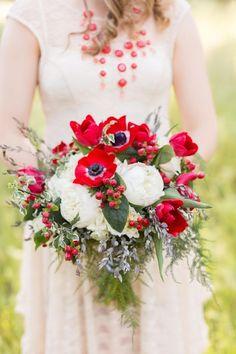 red winter wedding   | fabmood.com | #weddingbouquets   #bouquets  #wedding