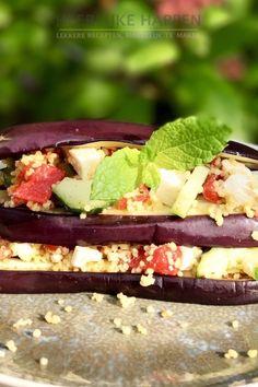 Dit is een érg lekker gerechtje! Zéker voor de mensen die graag vegetarisch eten. De bereidingstijd is niet erg lang dus ook wanneer je uit je werkt komt en maar weinig tijd hebt zet je zo een heerlijke maaltijd op tafel! In deze gegrilde aubergine met couscous salade gebruiken we Noord-Afrikaanse kruiden. Vegan Recipes, Vegan Food, Tuna, Tacos, Veggies, Mexican, Fish, Meat, Ethnic Recipes