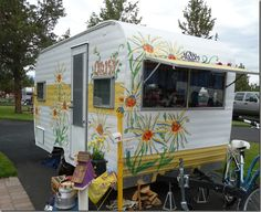 Blog:  Lots O Travel Trailers in Sisters, Oregon by The Vintage Bag Lady http://cheneybaglady.blogspot.com/2012/07/sisters.html