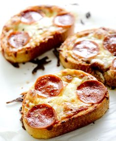 French Bread Garlic Toast Pizza is a quick and easy dinner the whole family will love!