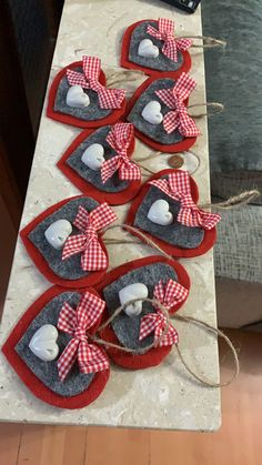 valentine decorations 827677237754624334 - Addobbi di Natale ♥️ 🎄- Addobbi di Natale ♥️ 🎄 - Source by Valentines Day Decorations, Felt Christmas Decorations, Valentine Day Crafts, Christmas Crafts, Natural Christmas Ornaments, Christmas Diy, Diy And Crafts, Crafts For Kids, Heart Crafts